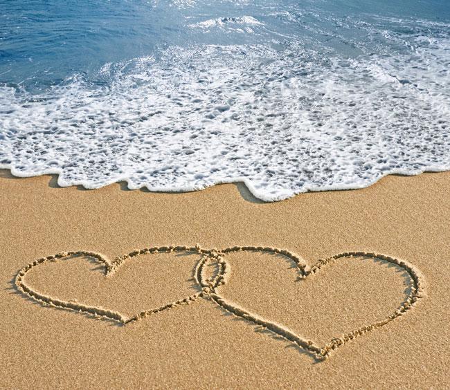 Нарисованные на песке у самого моря